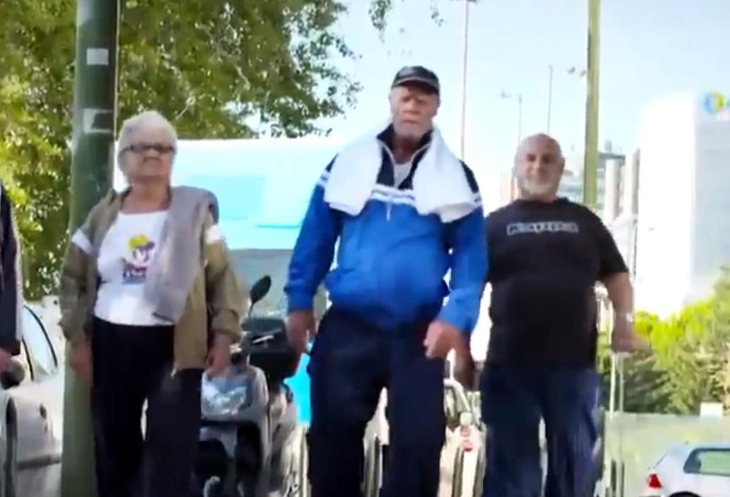 Fisiculturista de 72 anos dá lição aos mais jovens na academia