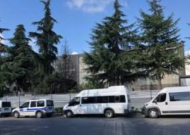Flormar direnişçilerine polis baskısı : Pankartlar söküldü!