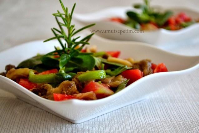 Semizotlu Köz Patlıcan Salatası