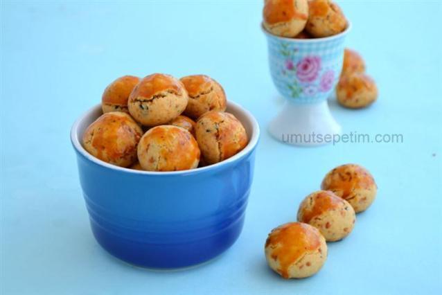 Çörekotlu  Minikler (Çörekotlu kurabiye tarifi )