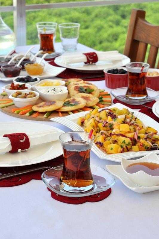Kahvaltı  Dediğin Pratik Olur :)
