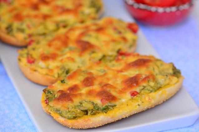 Börek  Tadında  Peynirli  Ekmek  Dilimleri