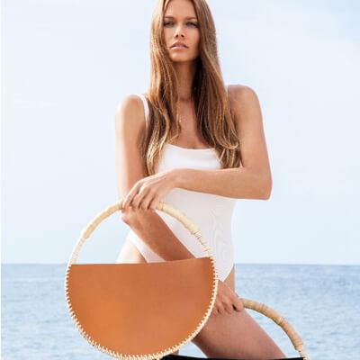 Les Full Mounes sont des sacs ronds en rotin et cuir. Il existe 4 modèles différents.