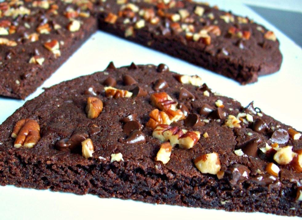 Biscuit géant double chocolat aux noix de pécan