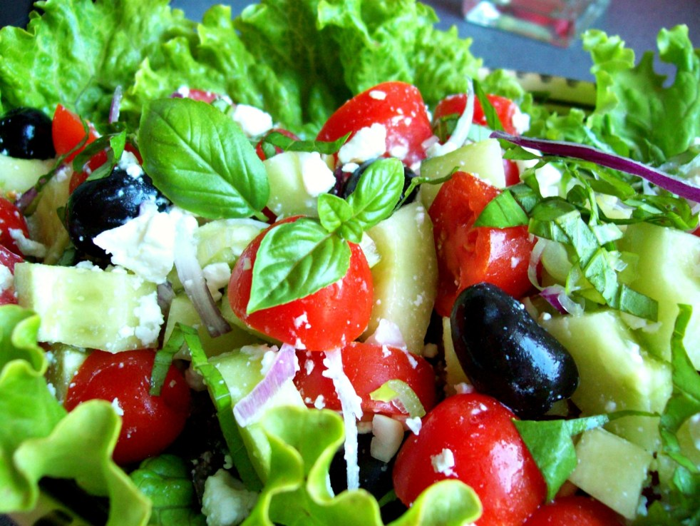 Salade grecque à la feta et aux pois chiches