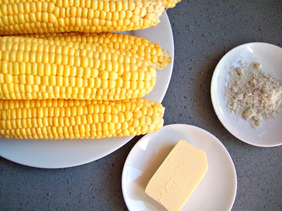 épis de maïs frais cuits à l'eau