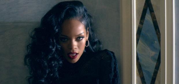 7_Rihanna_BlackHair_LongHair_Curls_ShavenUndercut_SideShaven