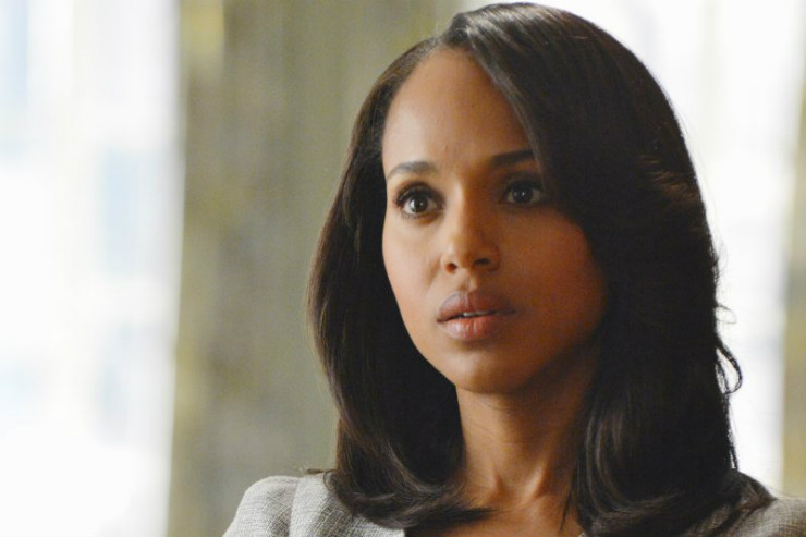 For a more professional look, Olivia Pope normally rocks pin straight hair, sharply curled at the ends.