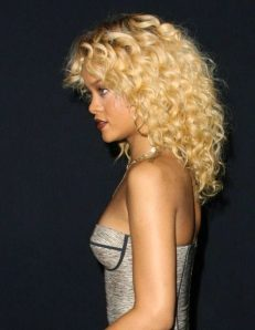 Black_Hair_Un-Ruly_Rihanna_Blonde_Hair_Curls_Medium