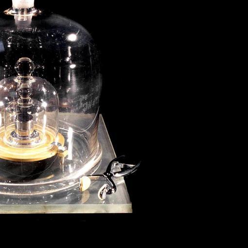 Ученые отказались от материального эталона килограмма 13