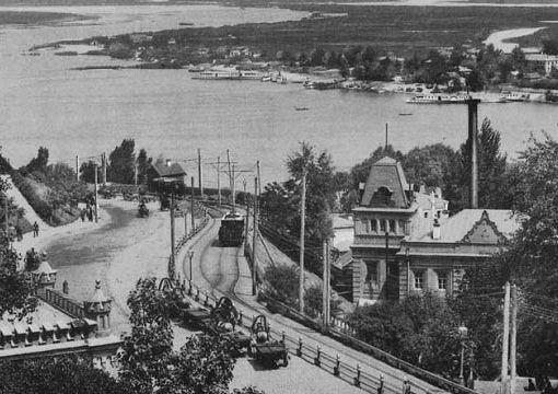 13 июня 1892 года (127 лет назад) — в Киеве был пущен первый электрический трамвай 18