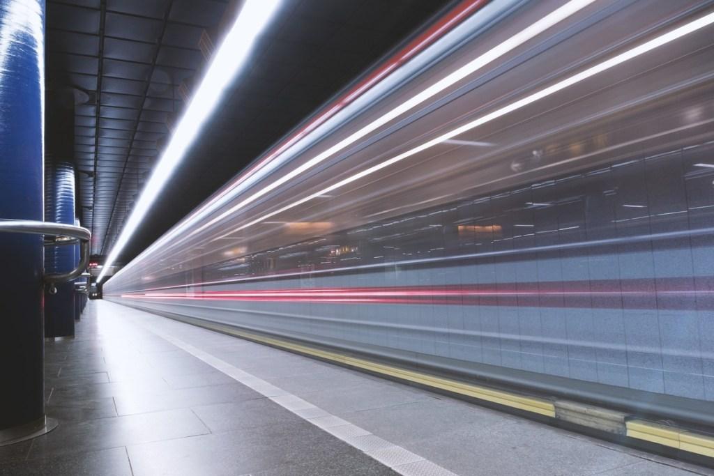 Существует ли нечто, способное передвигаться быстрее скорости света? 5