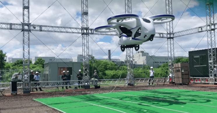 В Японии протестировали  первый полет летающего автомобиля 1