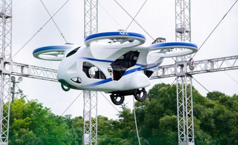 В Японии протестировали  первый полет летающего автомобиля 5