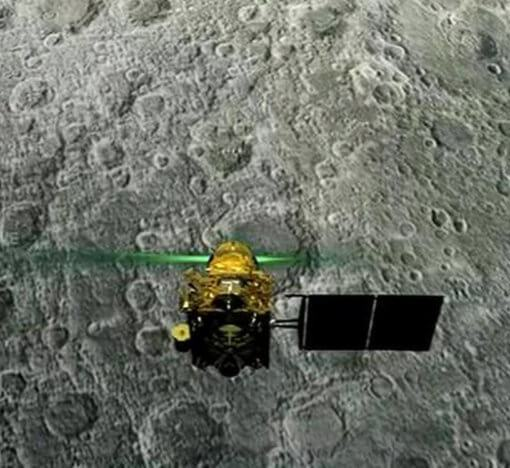 Индия потеряла связь со своим луноходом 9
