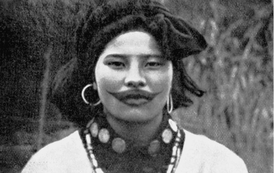 «Улыбка Джокера»: зачем женщины народа Айну делали татуировку-улыбку на лице 1