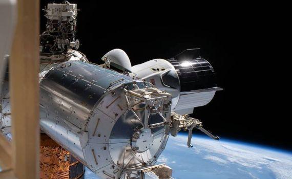 Ураган вмешался в планы по возвращению Crew Dragon на Землю 1