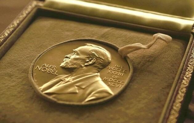 Нобелевскую премию по литературе 2020 года присудили американской поэтессе Луизе Глюк 3