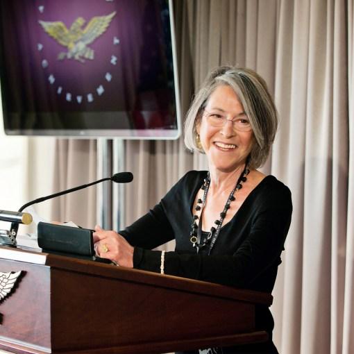Нобелевскую премию по литературе 2020 года присудили американской поэтессе Луизе Глюк 2