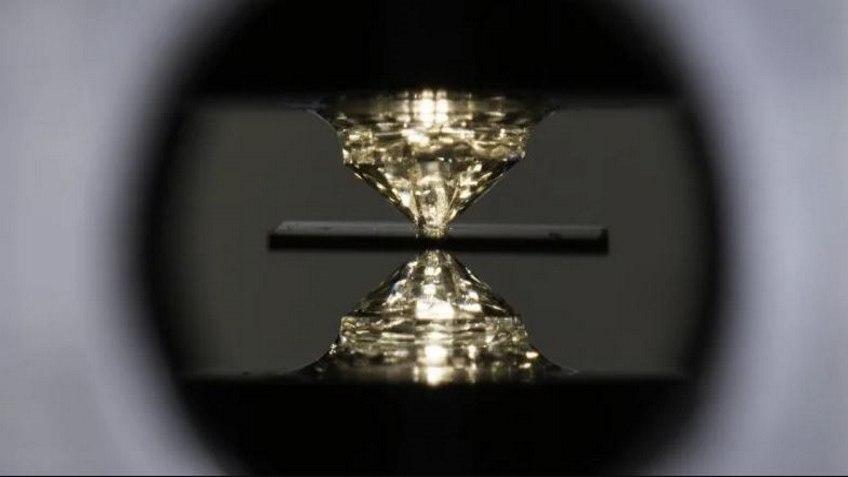 Физики впервые достигли сверхпроводимости при комнатной температуре 1
