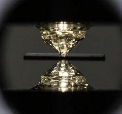 Физики впервые достигли сверхпроводимости при комнатной температуре 6