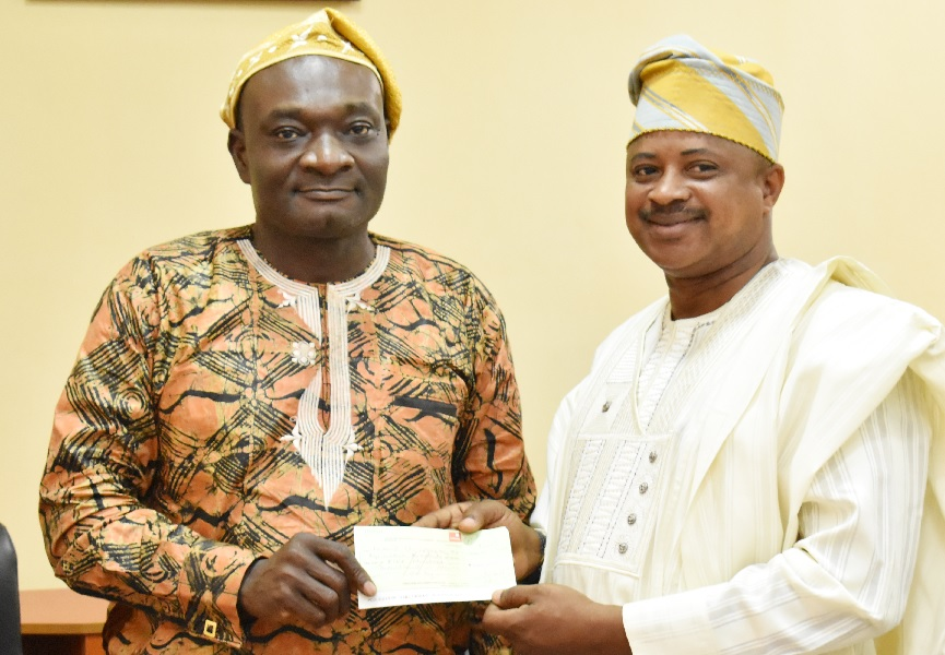 Alumni Boosts Exams & Records with Additional N500k ...Pledges Another N500,000 for FUNAAB Green Heritage
