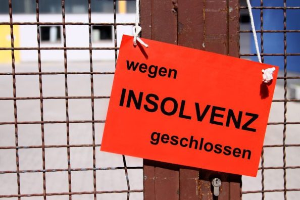 wegen INSOLVENZ geschlossen - Schild am Werkstor