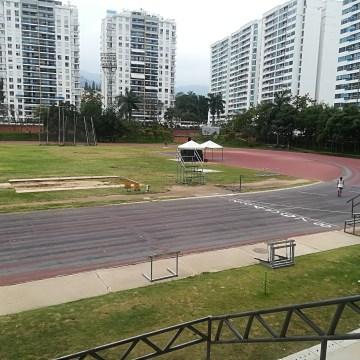 El estadio de atletismo Luis Enrique Figueroa se encuentra en pésimas condiciones