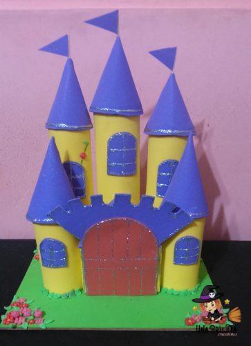 castillo con rollos de papel higienico