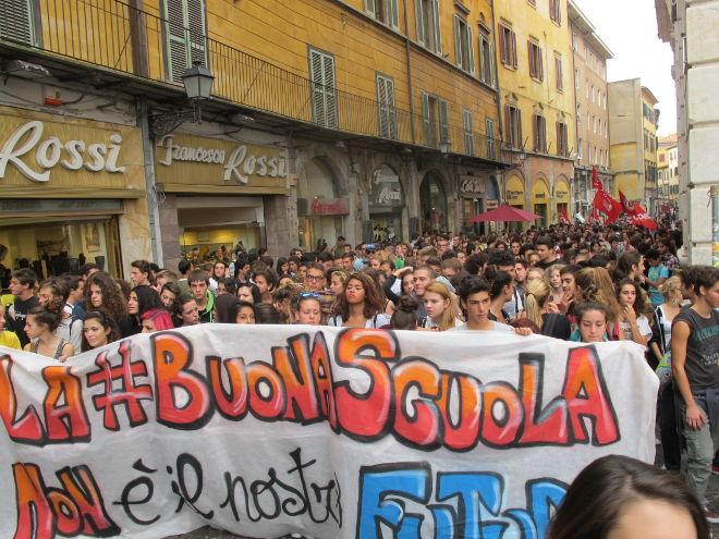 Una città in comune – Rifondazione Comunista sostengono la manifestazione degli studenti sull'alternanza scuola-lavoro venerdì 13 ottobre