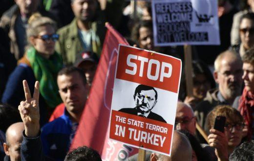 In Turchia ennesimo golpe di Erdogan che destituisce sindaci curdi e arresta centinaia di oppositori