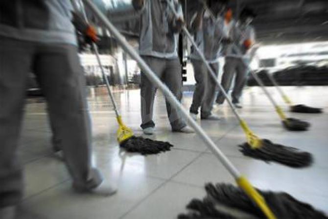 Il nuovo appalto delle pulizie in Comune è insostenibile: sconto orario fino al 99,9%