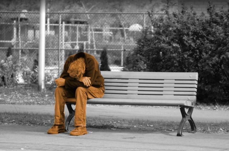 Morire nella solitudine: con la pandemia serve potenziare i servizi