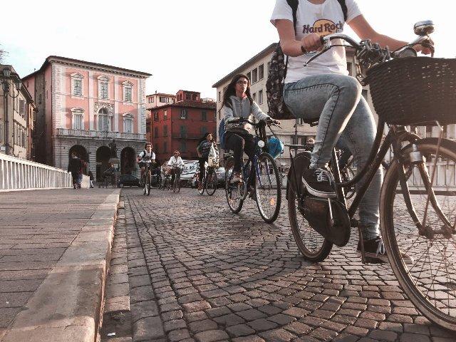 Strade sicure significa potersi muovere in città senza usare l'auto e senza rischi per la propria incolumità