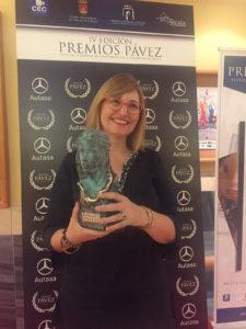 Julia Pérez con el Premio Pávez a Mariama