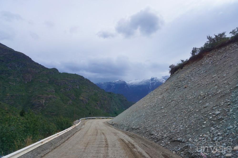 Camino de ripio hacia Caleta Tortel