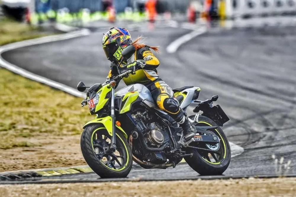 Honda CB500F en circuito