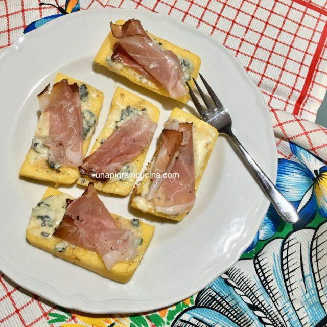 Crostoni di Polenta Speck e Gorgonzola