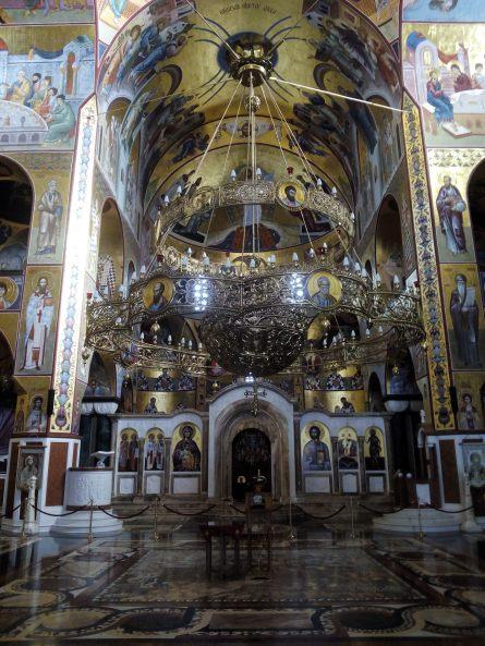 Parte frontal del interior de la catedral