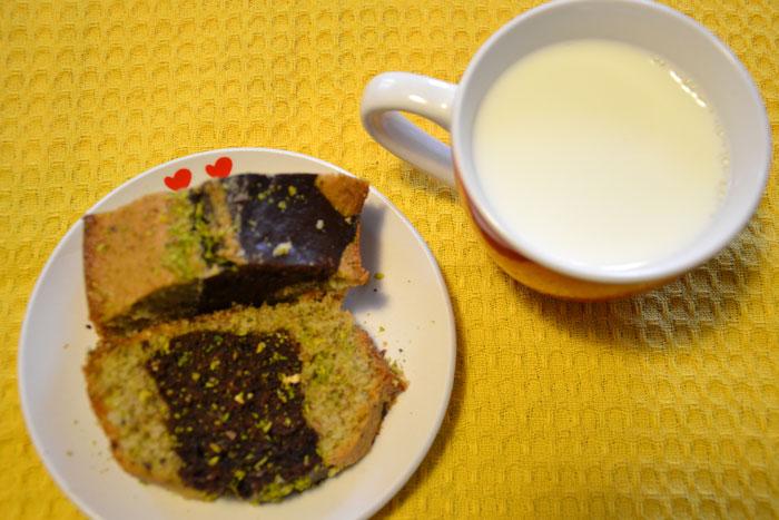 Ciambella all'acqua variegata pistacchio e cioccolato