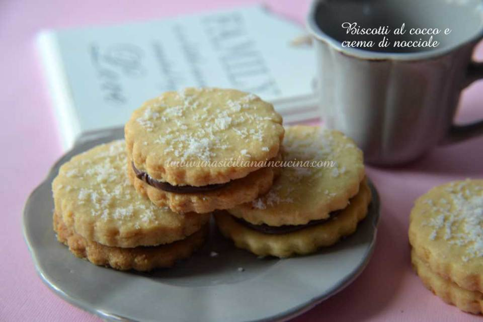 biscotti-al-cocco-e-crema-di-nocciole