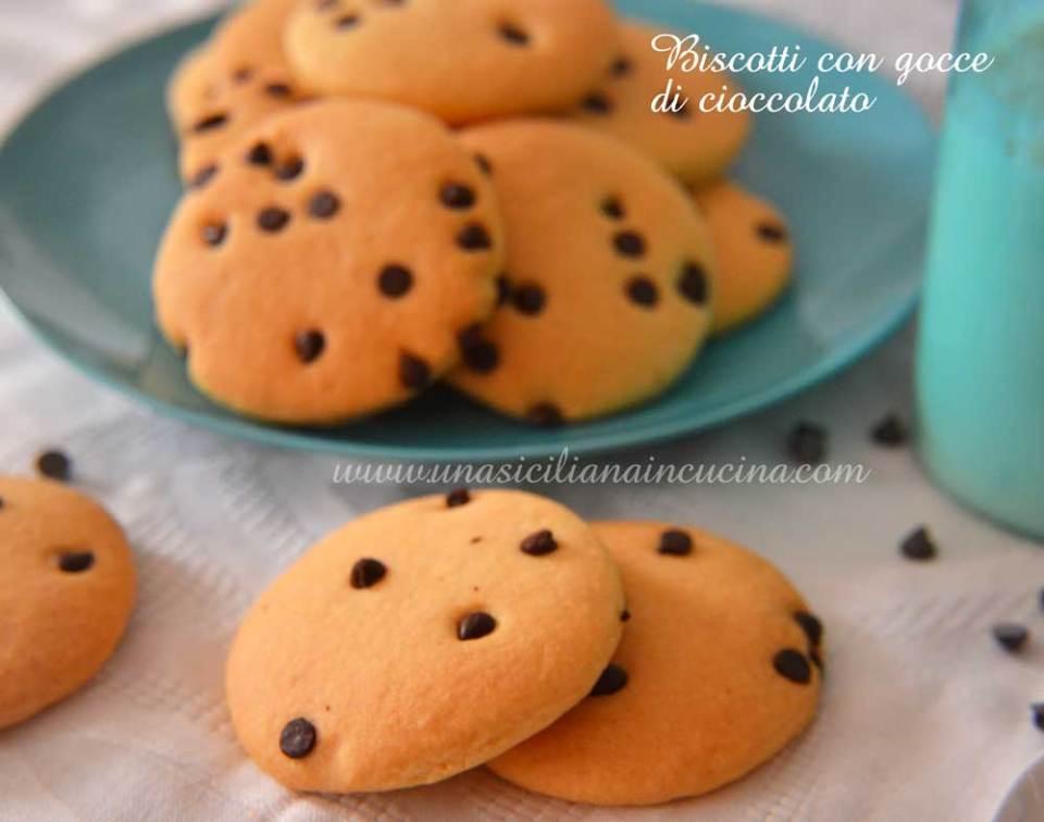 Biscotti-con-gocce-di-cioccolato