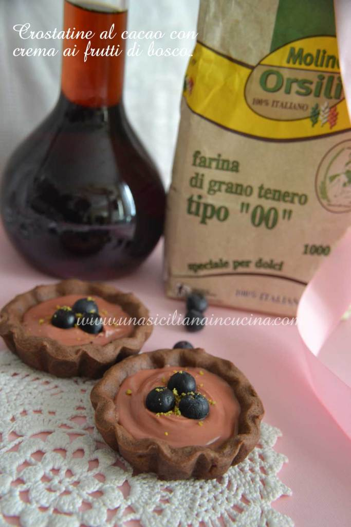 crostatine-al-cacao-con-crema-ai-frutti di bosco