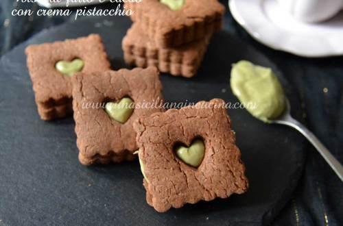 Biscotti-farro-e-cacao-con-crema-pistacchio