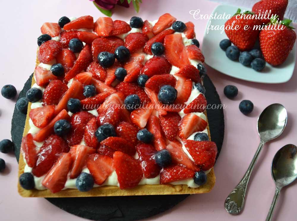 Crostata chantilly fragole e mirtilli
