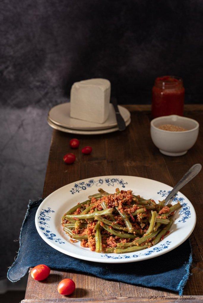 Fagiolini con pomodoro e muddica