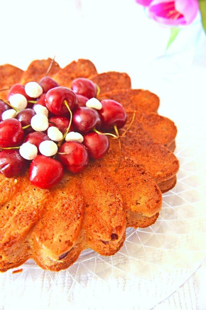 Torta di ciliegie e yogurt golosa