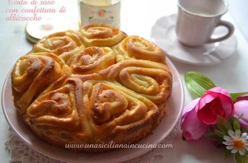 Torta di rose con confettura di albicocche
