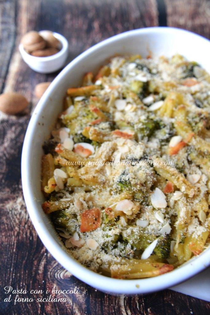 Pasta con i broccoli al forno siciliana
