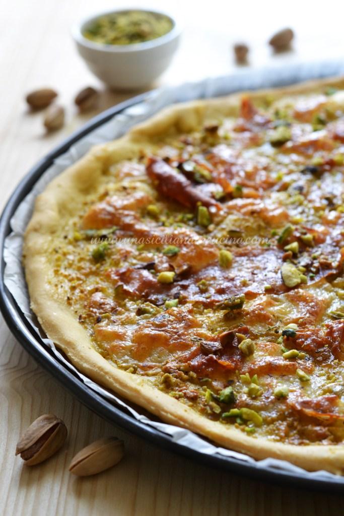 Pizza al pistacchio e mortadella